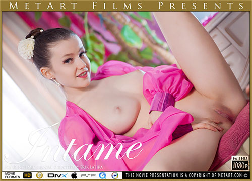 "Emily Bloom ""Intame"""