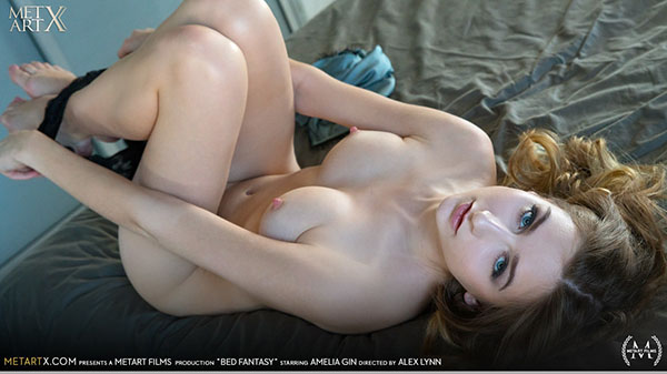 "Amelia Gin ""Bed Fantasy"""