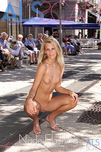 "1503907933_all-ero-20978 Krisztina ""Nude Flashing"""