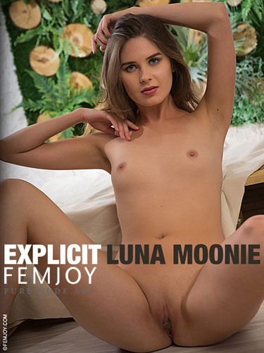 "Luna Moonie ""Explicit"""