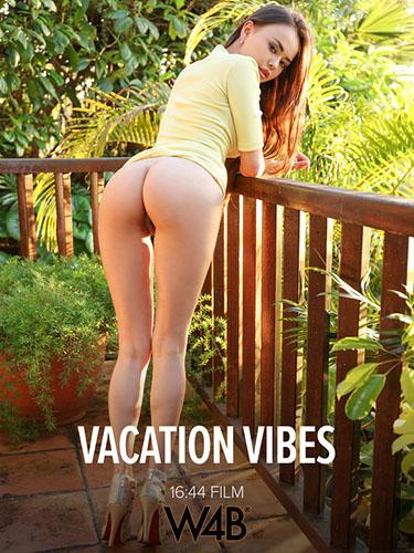 "Li Moon ""Vacation Vibes"""