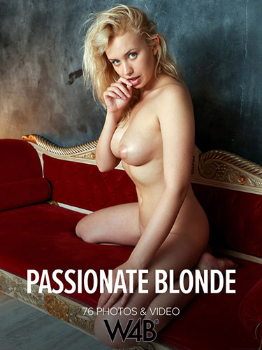 "Mandy Tee ""Passionate Blonde"""