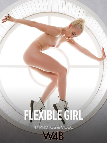"""Nicol """"Flexible Girl"""""""