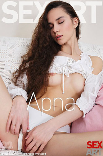"Leona Mia ""Apna"""