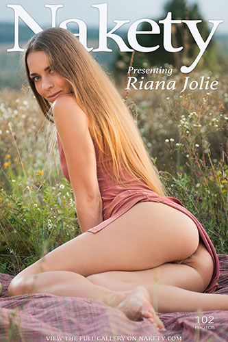 "Riana Jolie ""Presenting"""
