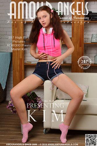 "Kim ""Presenting"""