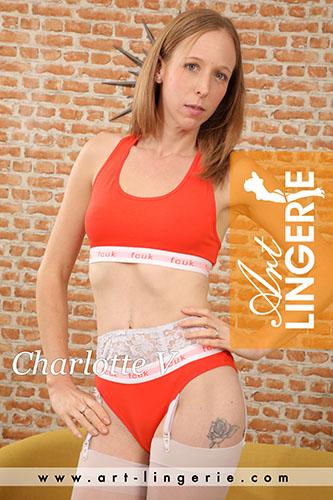 Charlotte V Photo Set 9768