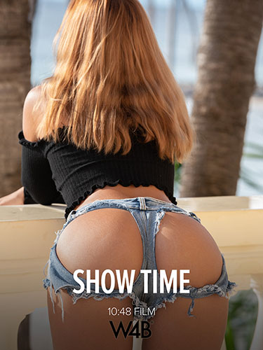 "Agatha Vega ""Show Time"""